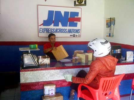 Cara Ambil Paket Kiriman di Kantor JNE