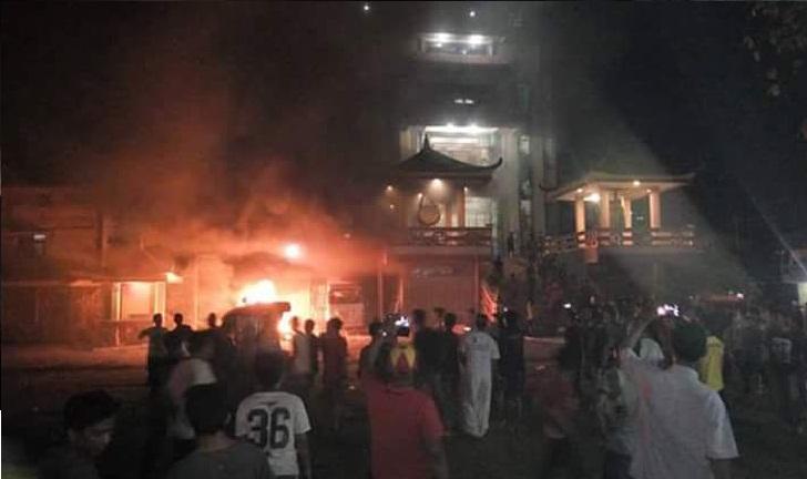 FOTO VIDEO Vhiara Tanjung Balai Dibakar Massa Dan Masih Mencekam