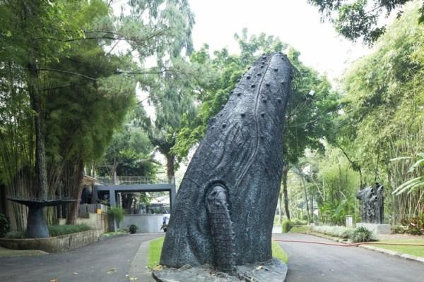 Patung Ikan Paus NuArt Sculpture Park