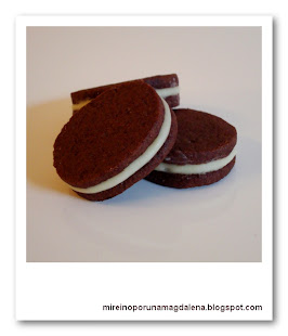 Galletas de chocolate rellenas de chocolate blanco y mascarpone