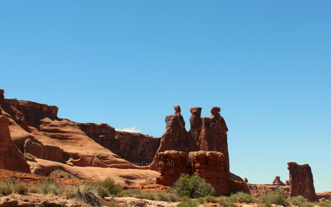 Arches national park three gossips pinnacle