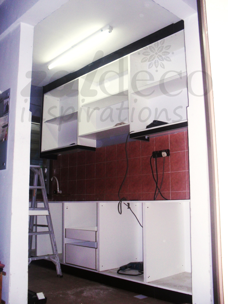 Rekaan Ini Berbentuk Lurus Selari Dengan Gabungan Warna Asaam Dan Putih Menyerlahkan Lagi Ruang Dapur Kediaman Ppr Meski Pun Agar Terhad
