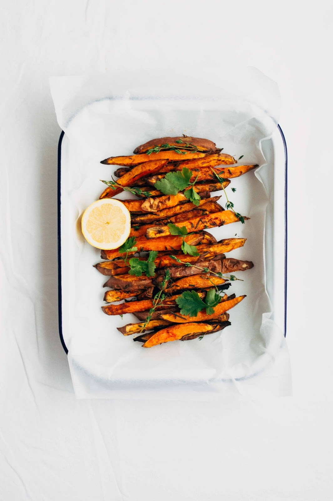 Baked Sweet Potato Fries w/ Turmeric Sauce | https://oandrajos.blogspot.com