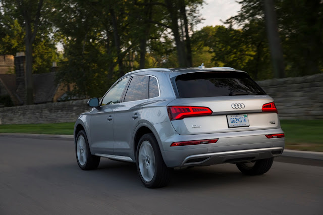 Rear 3/4 view of 2018 Audi Q5 2.0T quattro S tronic