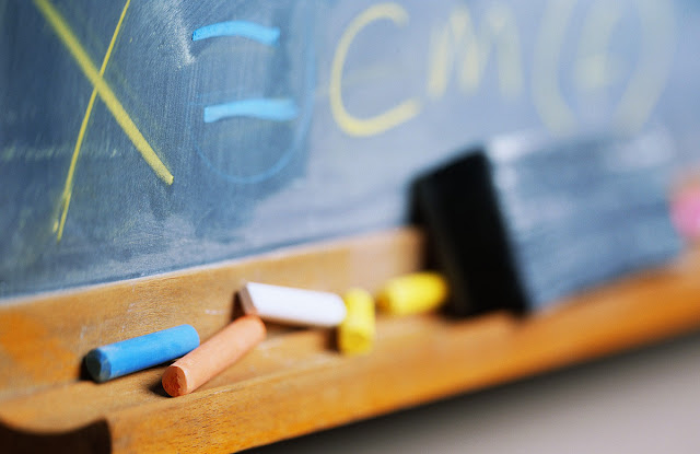 10.000 αναπληρωτές εκτός σχολείων για τρία χρόνια για ένα παράβολο 3€