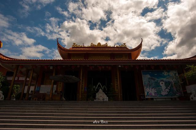Chùa bánh xèo - Thiền viện Đông Lai