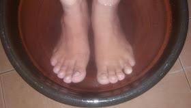 Petua sihat, rendam kaki dengan air panas dan garam, cara hilangkan bau kaki, rawat kulit tumit pecah dan kasar, cara merawat senggugut, tips elak serangan stroke, mengatasi selsema, demam, dan batuk, melegakan sakit kepala