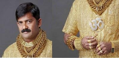 Inusitado: Indiano que se exibia com camisa toda coberta de ouro é linchado até a morte
