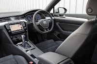 Volkswagen Passat GTE Estate (2017) Interior