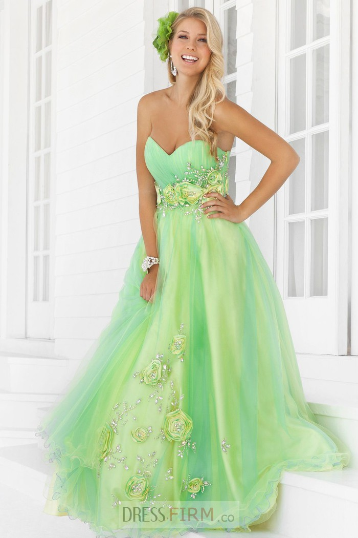 bdc2c2eb26 Tips on Choosing the Right Prom Gowns