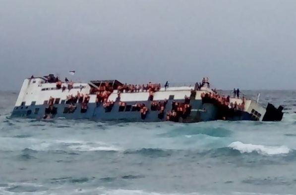 BREAKING NEWS : Ini Foto Kondisi KM. Lestari, Di Pantai Pa'Badilang, TIM SAR Sudah Turun