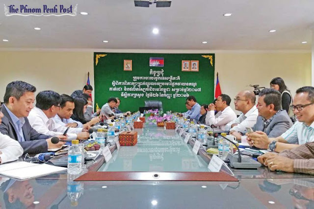 Garment industry officials attend a meeting at the Ministry of Labour in Phnom Penh yesterday to negotiate the minimum wage. Lay Samean