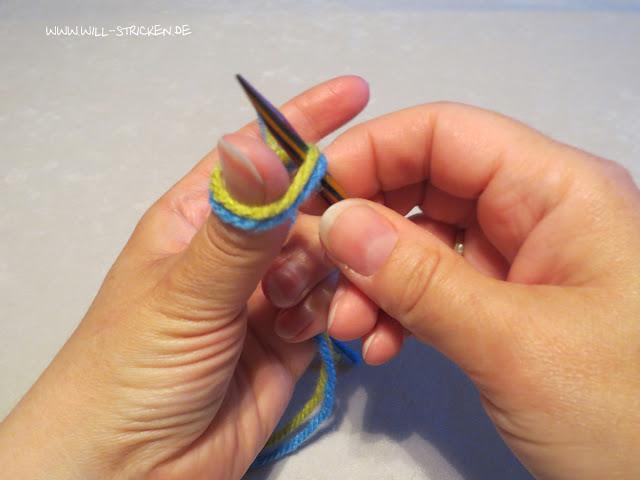 Laufknoten als Anfangsschlinge beim Stricken - in Daumenschlaufe einstechen