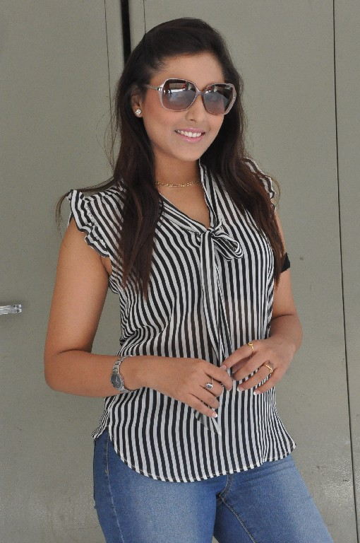 Madhu shalini new hot still photos love junction platinum disc event