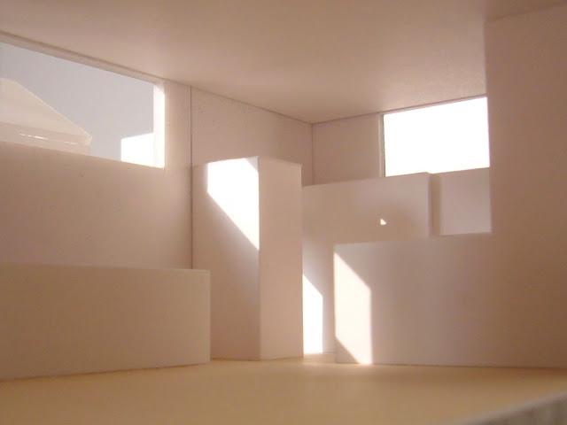 光に満たされる高天井の上品な黒い家 室内の光についての検討1