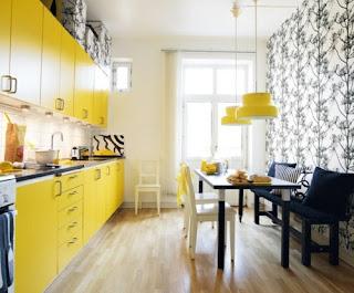 cocina en amarillo y negro