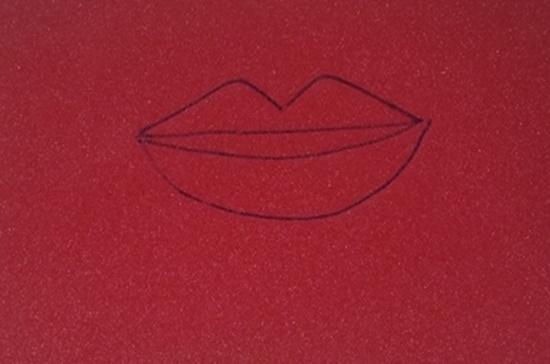 Desenha quatro bocas no eva vermelho