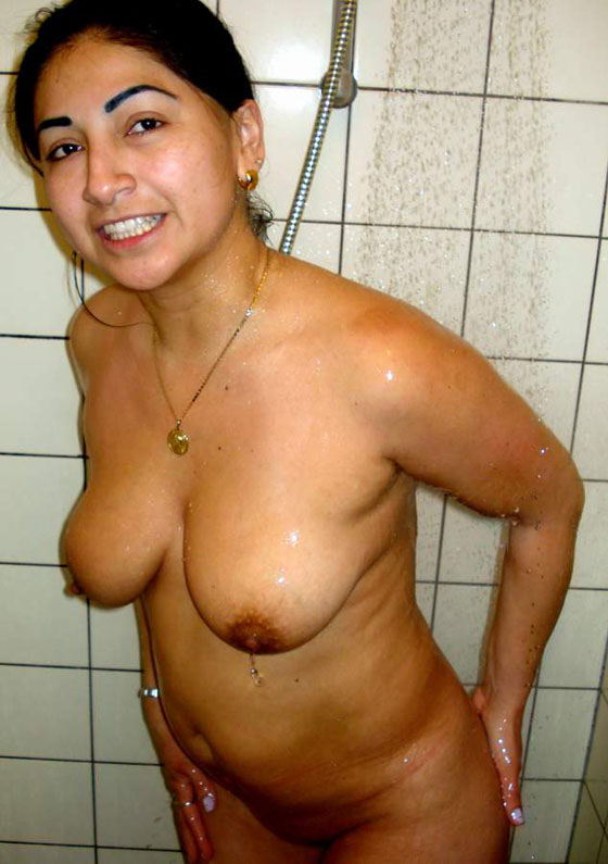 Huge Big Boobs Desi Indian Wife Nude Bath Xxx Porn Photos Gallery