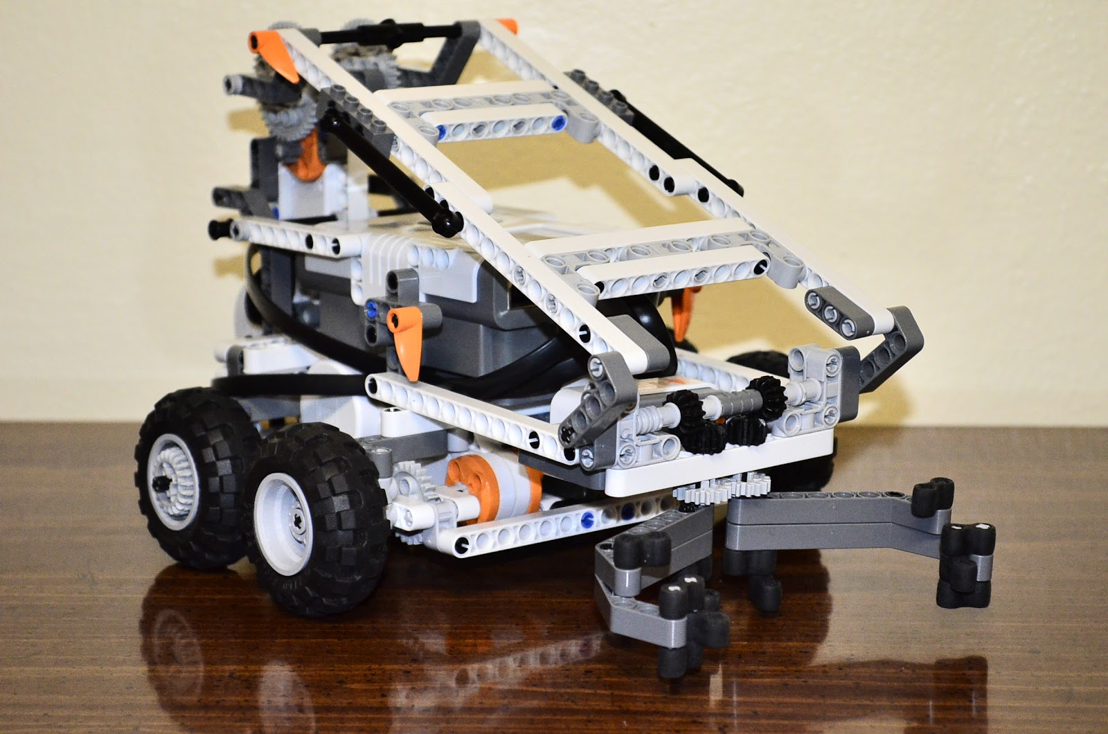 NXT Geek: Mobile Skid-Steer Arm