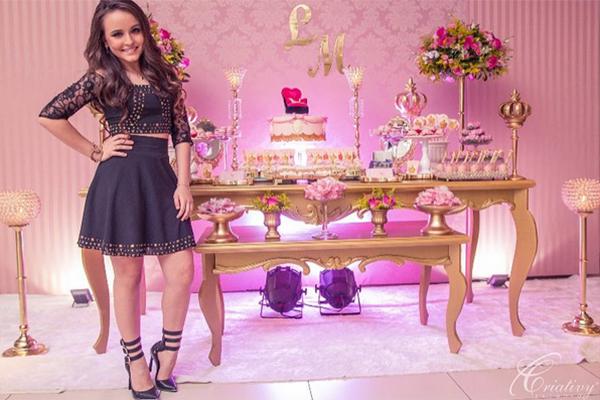 Larissa Manoela faz balada como  esquenta  para seu aniversário e recebe  convidados VIPs  veja fotos - Tudo Sobre SBT 29c1dd6bb1