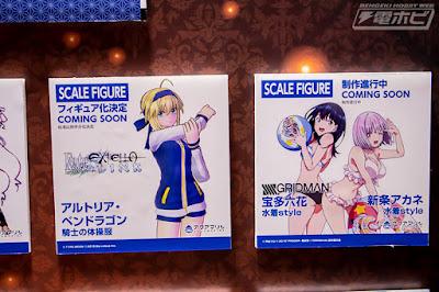 Saber de Fate Extella y Rikka y Akane de SSSS.Gridman