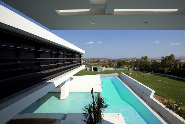 Picture of the swimming pool as seen from the house