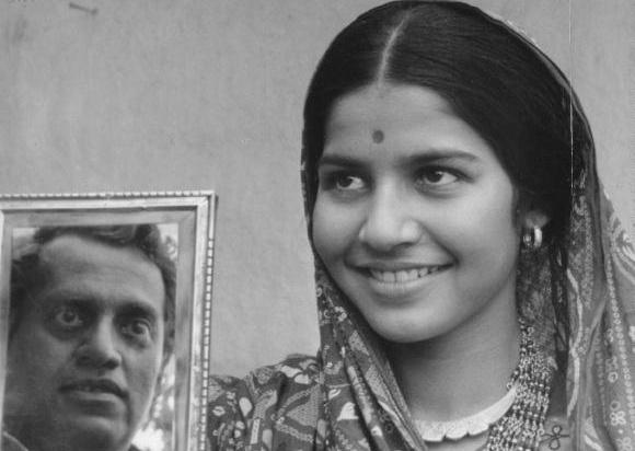 Suhasini Mulay as Gauri in Mrinal Sen's Bhuvan Shome