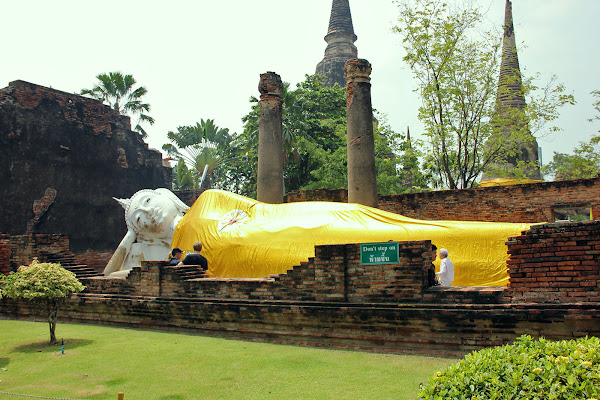 Buda reclinado de Ayutthaya (Wat Yai Chaya Mongkol)