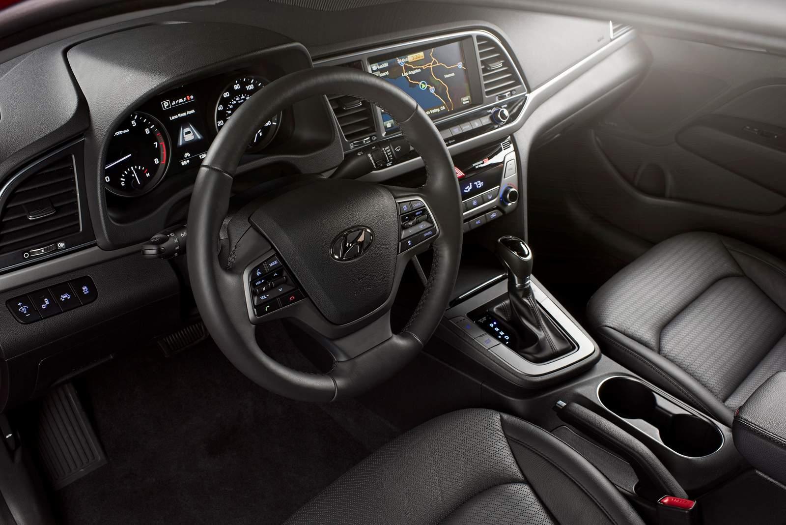 Novo Hyundai Elantra 2017 - interior