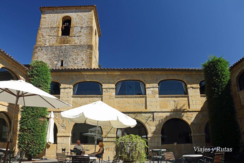 Claustro del Monasterio de San Pedro de Villanueva, Cangas de Onís