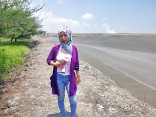 Cewek Hijab Pamer Toket Di Depan Umum