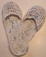 http://translate.googleusercontent.com/translate_c?depth=1&hl=es&rurl=translate.google.es&sl=en&tl=es&u=http://www.myrecycledbags.com/2012/07/06/recycled-plastic-bag-sandals/&usg=ALkJrhhNXiRVCObNXsWBiMvy78jM223n9A
