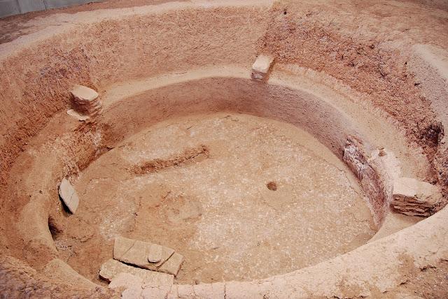 Un exemple de kiva retrouvée dans Mesa Verde. Les villages font l'objet de nombreuses fouilles archéologiques.