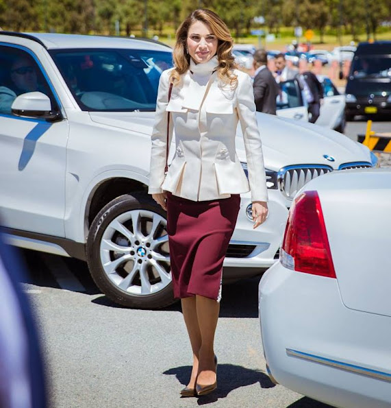 Queen Rania of Jordan visit the National Arboretum in Canberra, Queen wore Fendi blazer and fendi skirt, Prada handbags, Gianvito Rossi metalic gold pumps