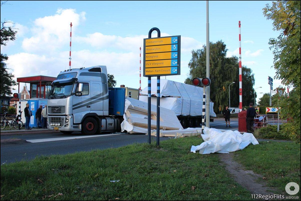 vrachtwagen verliest lading bouwmateriaal buinerbrug 112 On u verliest uw lading