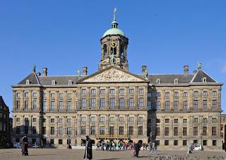 umroh plus wisata tour eropa  Royal Palace