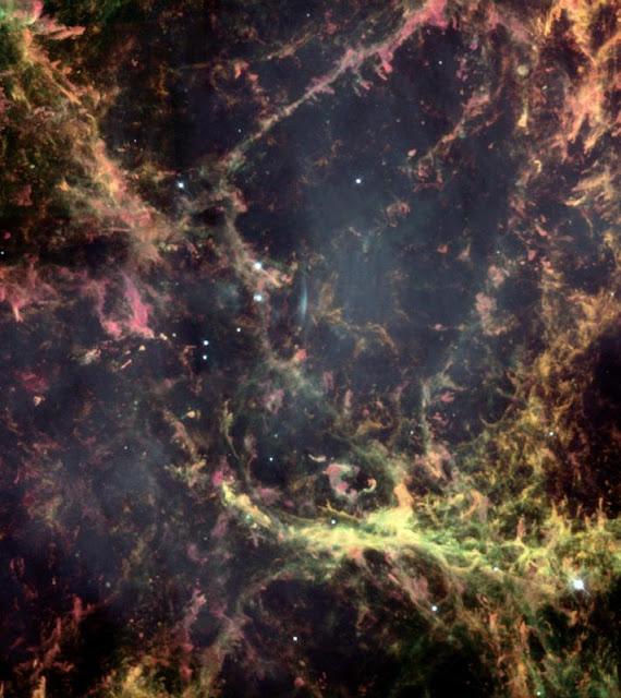 Kính Viễn vọng Không gian Hubble chụp ảnh Tinh vân Con Cua cho thấy cận cảnh những sợi khí trong tinh vân này. Hình ảnh: NASA and The Hubble Heritage Team (STScI/AURA).