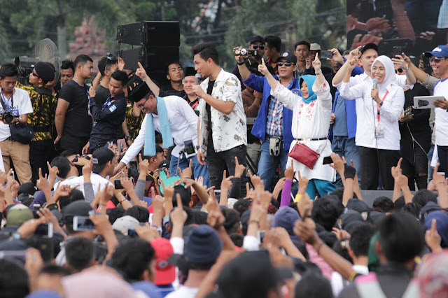 Seratus Ribu Pendukung Ramaikan Kampanye Akbar Harno-Fitri