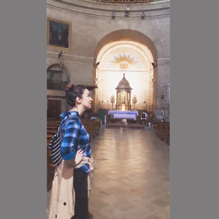 Bên trong khán đài nhà thờ