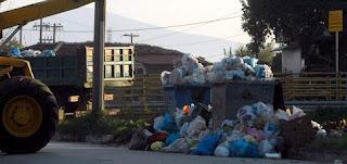 Σκουπίδια στους δρόμους τουλάχιστον έως την