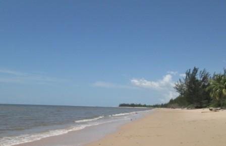 Pantai Tanah Kuning pantai tanah kuning bulungan