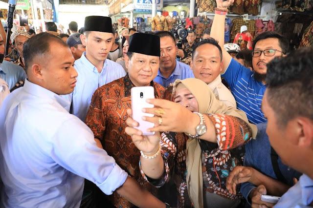 Pendapatan Merosot, Pedagang Pasar Batik Setono Curhat ke Prabowo