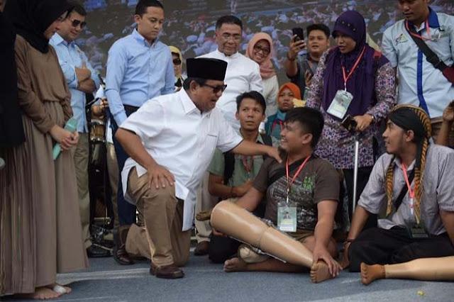 Prabowo Berikan Tangan dan Kaki Palsu Kepada Penyandang Disabilitas
