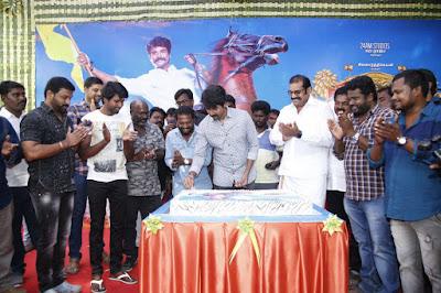 Actor-Sivakarthikeyan-birthday-celebrations-from-the-sets-of-Seemaraja-Stills-6