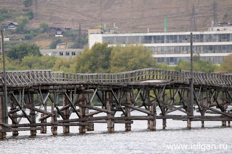 Пешеходный деревянный мост. Город Белорецк. Республика Башкортостан