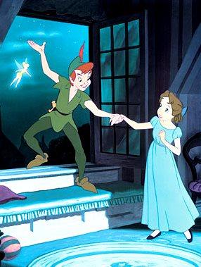Imagen de Peter Pan dando la mano a Wendy