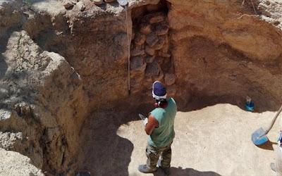 Νέα ταφικά μνημεία στο μυκηναϊκό νεκροταφείο των Αδονιών