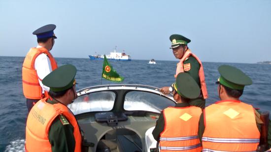 Lực lượng BĐBP và Cảnh sát biển phối hợp tuần tra trên vùng biển Lý Sơn
