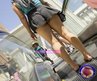 chicas hot caminando calle