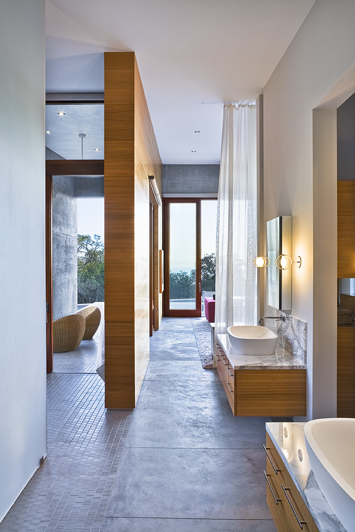 Bathroom in Concrete House by Shubin + Donaldson Architects